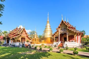 Foto op Plexiglas Temple Chapel and golden pagoda at Wat Phra Singh Woramahawihan in Chiang Mai, North of Thailand
