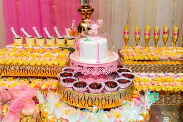 Pastel y bocaditos de un evento social