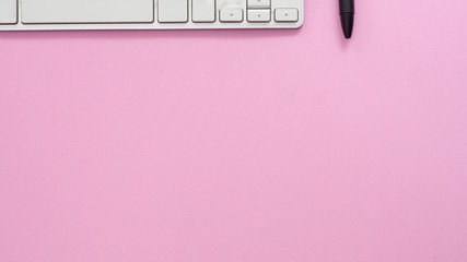 Canvas Print - Keyboard of a computer on pink background business concept