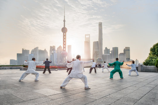 Group of people practicing Tai Chi Chuan am Bund, Shanghai, China