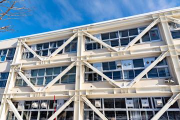 耐震補強された建築物 / 地震災害に備えるイメージ