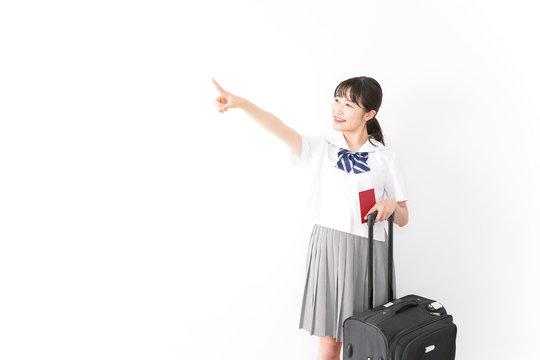 海外留学・修学旅行をする若い女子高校生