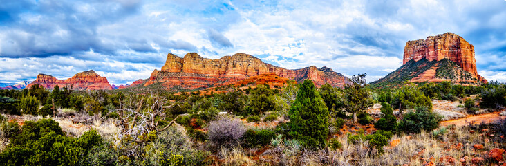 Aluminium Prints Arizona Panorama of the red rock mountains of the Munds Mountain Wilderness and Courthouse Butte near Sedona in Northern Arizona in Coconino National Forest in the United States