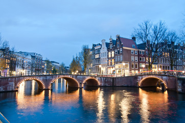 Foto op Plexiglas Amsterdam Keizersgracht inersection bridge view of Amsterdam canal and historical houses during twilight time, Netherland.