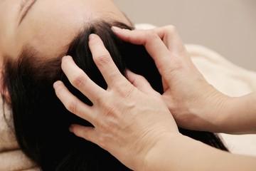female hands doing head massage