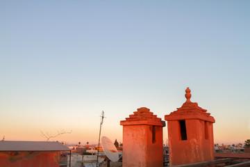 Zwei rote Türmchen über Essaouira