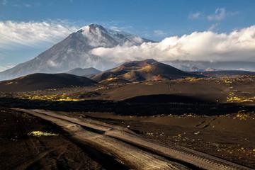 Photo sur Aluminium Pôle Road to the volcano