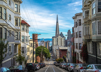Street and hill at famous California Street San Francisco Fotomurales