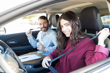 Smiling Woman Learning Precaution At Driving Class Fototapete