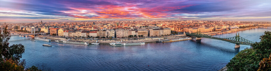 Printed kitchen splashbacks Budapest 180 degrees aerial panorama at sunset in the capital city of Hungary, Budapest.