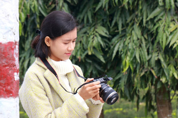 woman taking picture with mirrorless camera