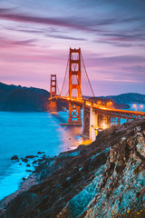 Fotobehang Amerikaanse Plekken Golden Gate Bridge at twilight, San Francisco, California, USA