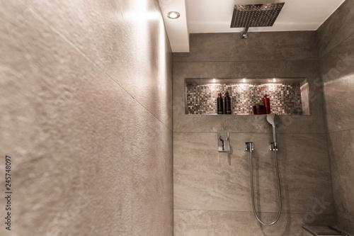 Schon Modernes Badezimmer Klein Luxuriös Modern Mit Offener Dusche