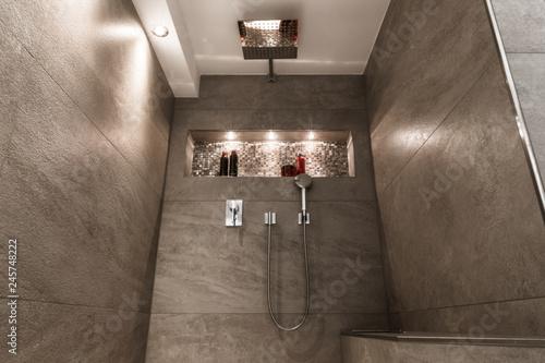 Modernes Badezimmer Klein Luxurios Modern Mit Offener Dusche Stock