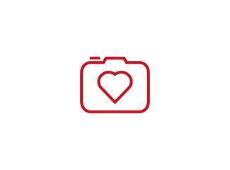 Photographe an old style camera with heat love lens logo design