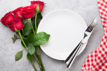 Dinner setting with rose flowers bouquet