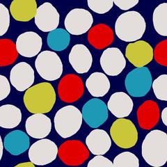 Abstrakcjonistyczny bezszwowy wzór z nieregularnymi kropkami w błękicie, kolorze żółtym, śmietance i czerwieni na zmroku, - błękitny tło. - 245785096