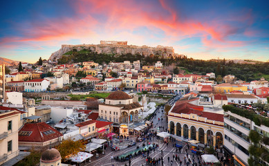 Zelfklevend Fotobehang Athene Athens, Greece - Monastiraki Square and ancient Acropolis