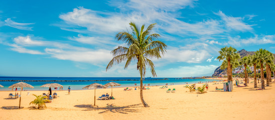 Photo sur Aluminium Iles Canaries Sandy and beautiful Teresitas beach in Tenerife