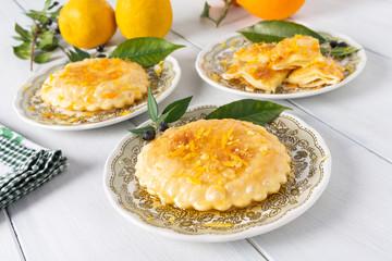 Seadas, dolce tipico della Sardegna farcito con pecorino e miele