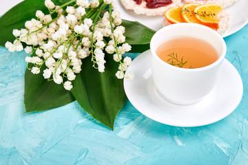 Breakfast - tea, rice crispbread with fresh fruits