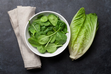 Romaine lettuce and spinach salad