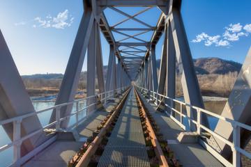Ponte ferroviario in metallo