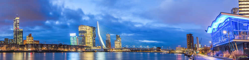 Photo sur Aluminium Rotterdam High Resolution Panorama of Rotterdam with Erasmus Bridge, Skyscrapers, River Meuse