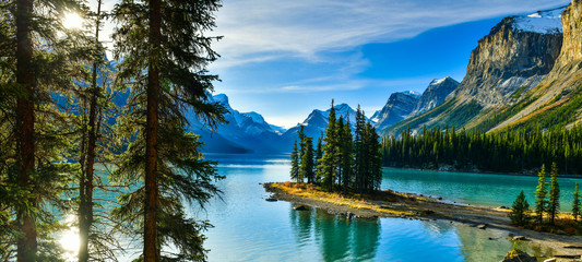 Wall Mural - Beautiful Spirit Island in Maligne Lake, Jasper National Park, Alberta, Canada