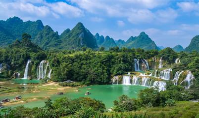 Detian Falls in Guangxi, China and Banyue Falls in Vietnam.. Fototapete