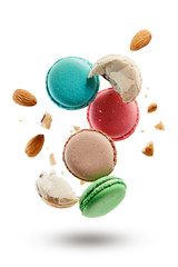 Photo sur Plexiglas Macarons French macarons with almonds crushed into pieces.