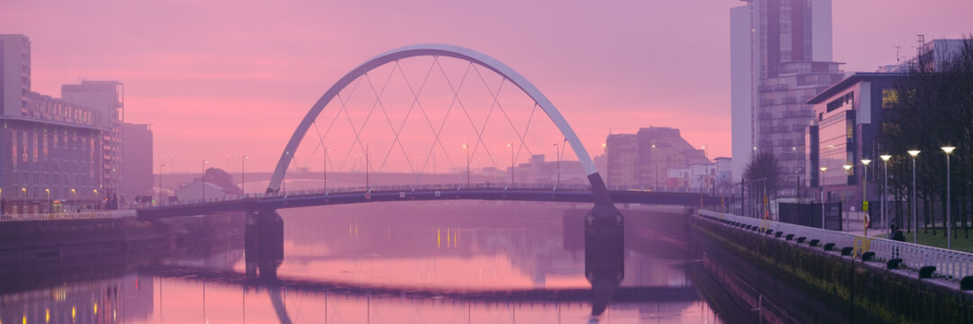 The Clyde Arc (Squinty Bridge) above the River Clyde at sunrise on a winter morning.
