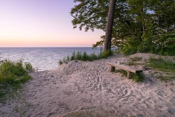 Aussicht auf das Meer beim Sonnenaufgang