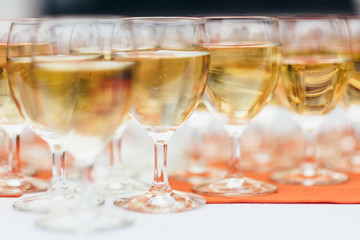 Champagne flows freely in festive events such as weddings and parties. The pleasure of sharing.