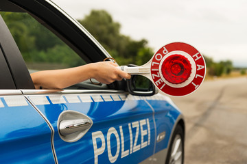 Halt Polizei - Verkehrskontrolle