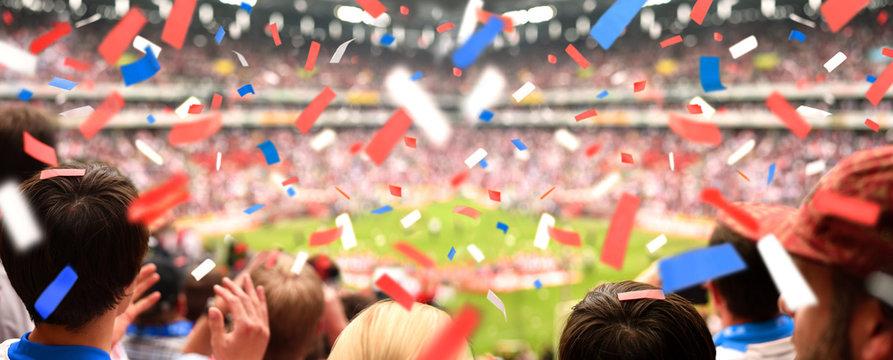 Fussball-Fans mit Konfetti   Panorama