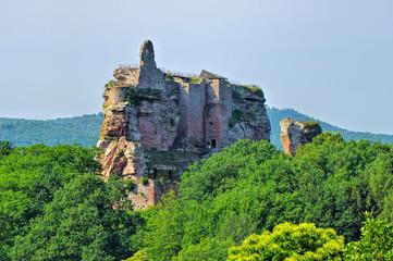 die Burgruine Fleckenstein im Elsass in Frankreich - the castle ruin Fleckenstein in Alsace