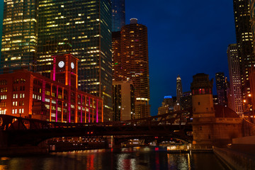 Night view of Chicago river and Marina City towers