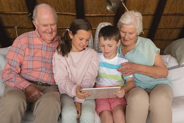 Multi-generation family using digital tablet
