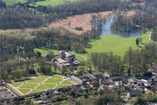 vue aérienne du château de Chamarande en Seine-et-Marne en France