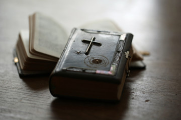 Zwei Gebetbücher