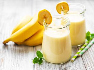 Banana yogurt and fresh bananas