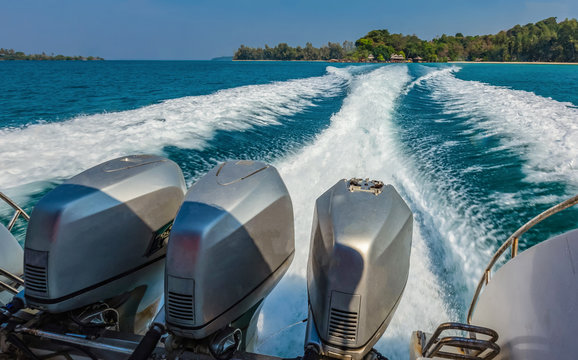 Speed boat engine and spreading water