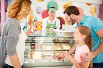Family with daughter chooses ice cream flavors