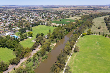 Staande foto Oceanië Aerial view of Cowra and the Lachlan River. Cowra NSW Australia