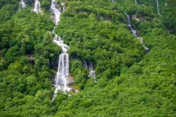 Norwegische Landschaft mit Wasserfall