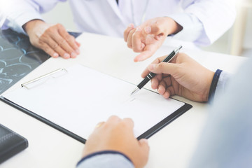doctor giving a consultation discussing to patient and explaining medical informations and diagnosis, Medicine and health care concept