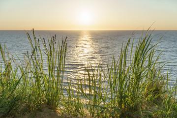 Blick auf das Meer beim Sonnenuntergang