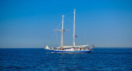 einsames Segeschiff auf der Ostsee