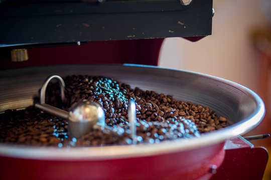 roasting and mixing roasted coffee in a roaster